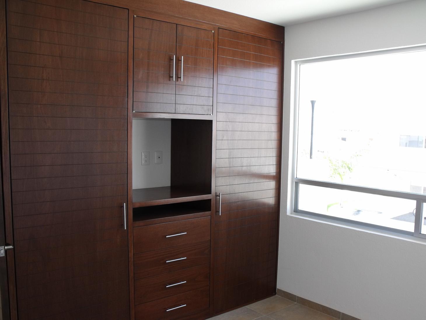 Closet bienes raices en quer taro for Closets queretaro